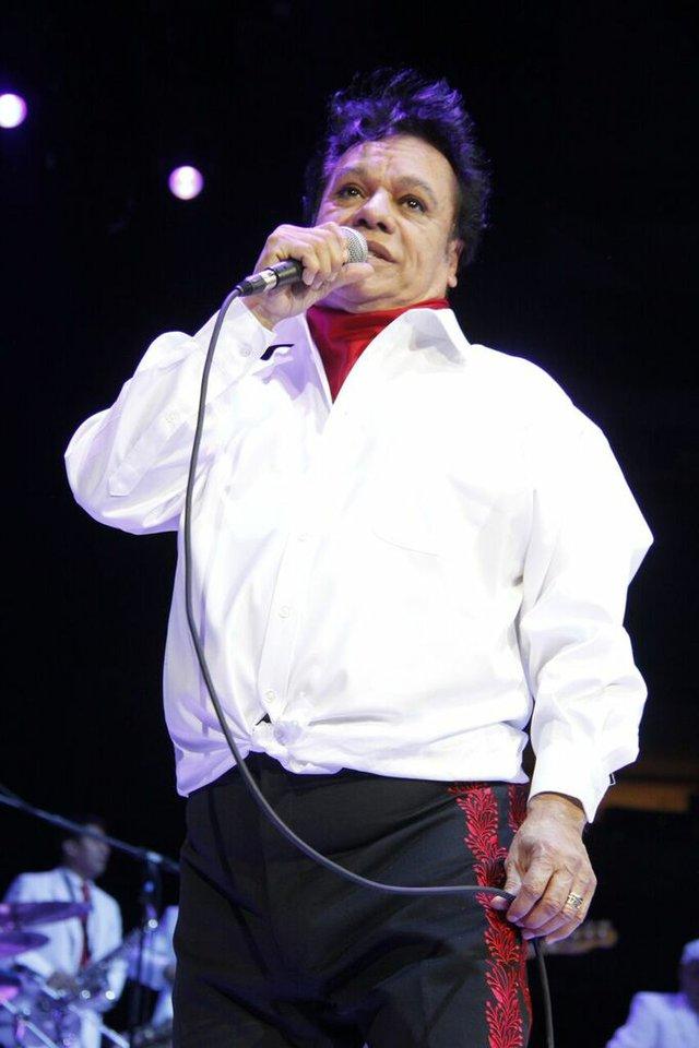 Luego de cancelar su gira en el 2014, el Divo de Juárez regresó a Texas en el mes de febrero. Viajamos hasta Dallas a su presentación en el American Airlines Arena.