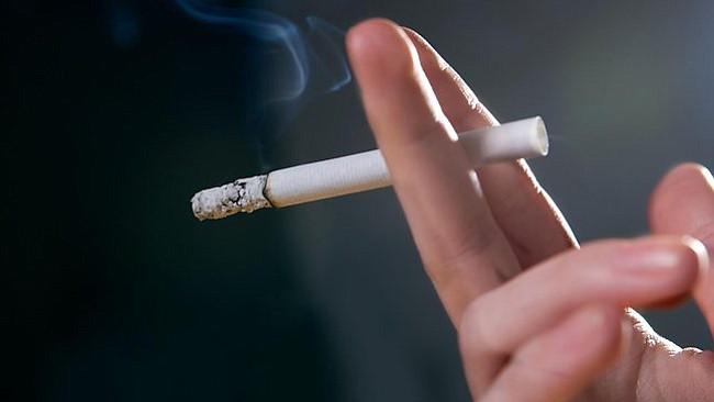 Aumentan a 21 años la edad legal para comprar cigarrillos en Boston