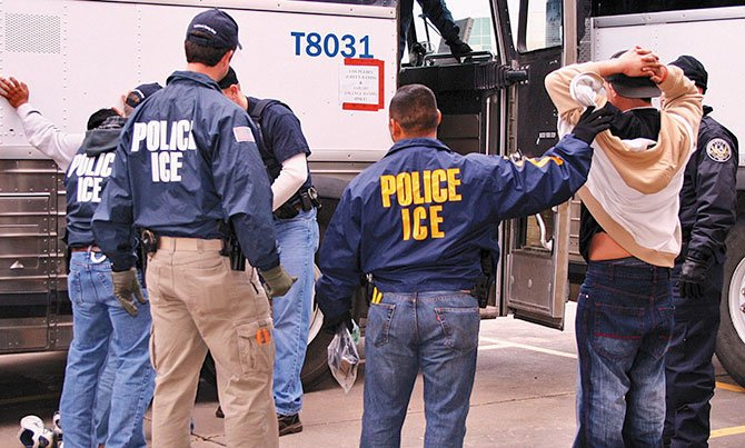 Autoridades deportaron  a menos indocumentados