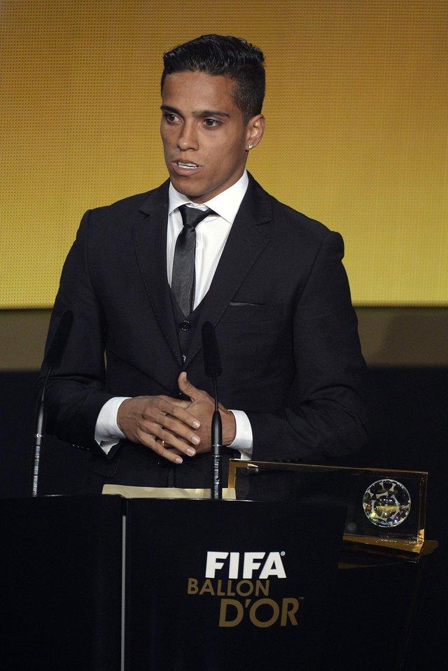 Gracias a una inolvidable chilena, el futbolista brasilero Wendell Lira,  del equipo Goianesia conquistó el premio del mejor gol del 2015 y recibió el premio Puskas. Lionel Messi también estaba nominado en esta categoría, pero quedó en segundo lugar.  En tercer puesto se posicionó el jugador de Roma Alessandro Florenzi.
