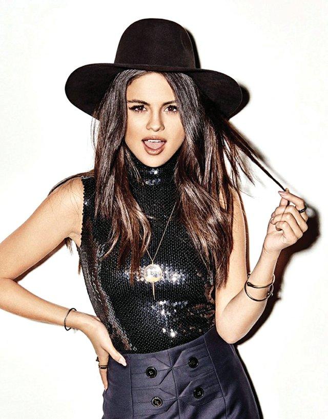 Selena brindará el espectáculo de su tour The Revival Tour, El primer sencillo Good For You, recientemente encabezó las listas de radio Top 40 durante tres semanas consecutivas. Gómez, que ha vendido más de 22 millones de singles, se embarca en su primera gira desde que lo hizo en el 2013.