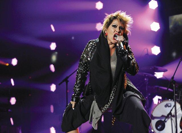 Alejandra Guzmán ya está lista para iniciar una espectacular Gira por Estados Unidos, en donde estará presentando un nuevo show lleno de sorpresas para su público.  Promete ser una de las giras más importantes en su exitosa carrera, con la cual sin lugar a dudas se estará consolidando como la artista mexicana más importante.