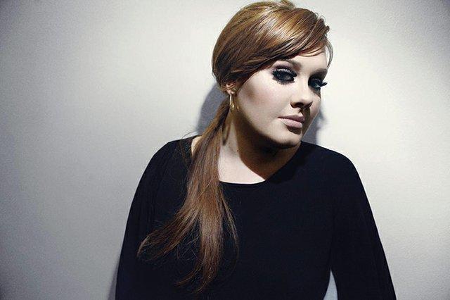 Adele regreserá a los escenarios estadounidenses por primera vez en cinco años. La presentación se basa en su álbum 25, el cual vendió más de 3 millones de copias en una semana, y se mantiene como el número 1 actual.