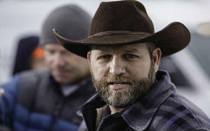 Arrestan a líder de milicia armada en Oregon