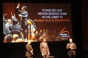 De derecha a izquierda, el director musical, Orozco-Estrada, Director Ejecutivo/CEO, Mark C. Hanson y el director principal, Michael Krajewski.