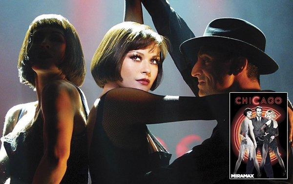 Los arreglos de esta obra teatral fueron impecables en el film que además se benefició del talento natural de Catherine Zeta Jones como bailarina.