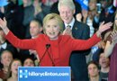 La candidata presidencial de partido Democráta Hillary Clinton (i) habla junto a su esposo, el expresidente de EE.UU Bill Clinton (c), y su hija Chelsea Clinton (d) durante la noche del caucus del partido Demócrata./ Foto: EFE