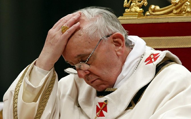 El Papa con Sotana pero no solapa