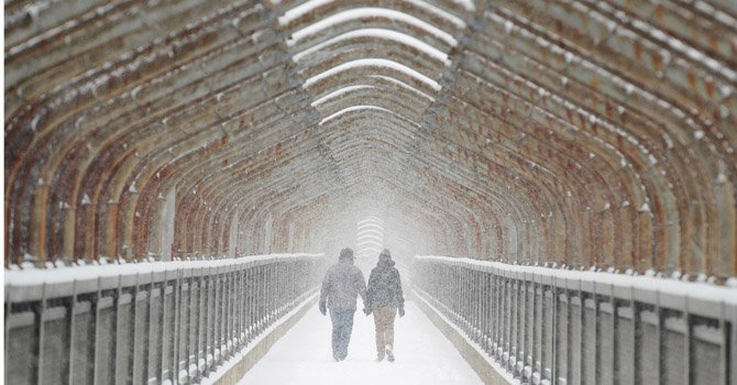 Snow blanketing Washington region expected to turn into freezing rain by mid-afternoon