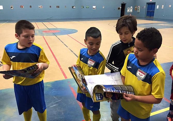 Coleccionar a las estrellas del fútbol:  ¡Una pasión que se pega!
