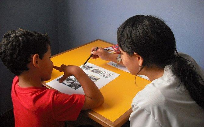 Niños hispanos autistas