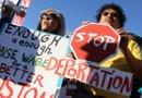 Acalorado debate republicano por el tema de inmigración mientras activistas protestan enfrente del edificio donde se lleva a cabo el evento en la Universidad de Houston.