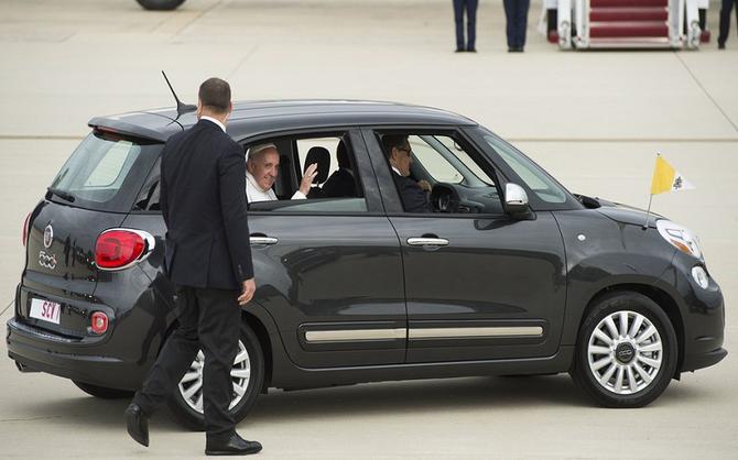 Subastan el vehículo que usó el Papa Francisco en Estados Unidos