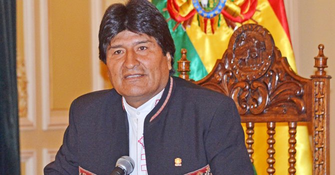 Presidente de Bolivia acusa a Trump de racista