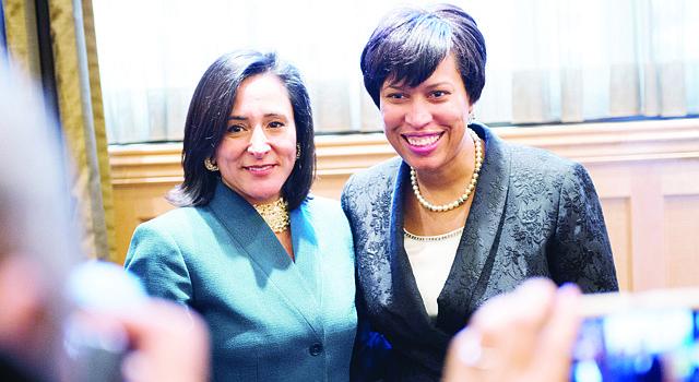 VOZ.La alcadesa de DC, Muriel Bowser (der.), con la CEO de la Greater Washington Hispanic Chamber of Commerce, Ángela Franco.