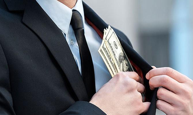 Cómo identificar a un notario fraudulento que se hace pasar por abogado