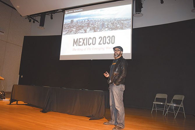 TECNOLOGÍA. Mario Valle, de Electronic Arts, dijo que los 'gamers' de México y EU son clave para el futuro de la  industria del videojuego.