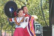 RAICES. Tradición y cultura mexicana se desbordaron en el escenario conel Ballet Folklórico de Roy Lozano.
