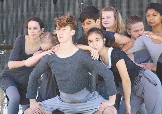 A través de técnicas de interpretación corporales y actuación, la organización sin fines de lucro  Diverse Space Dance Theatre impactó sobre el escenario.