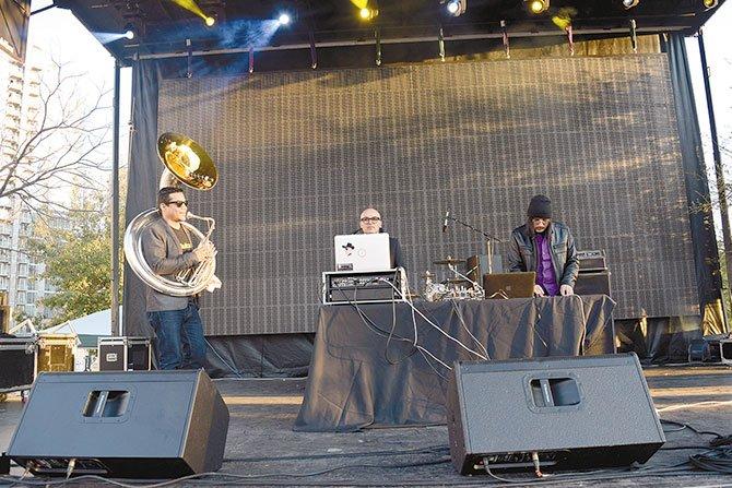 RUMBA. Con su fusión de ritmos tradicionales del norte de México y la música electrónica, Nortec Collective, prendió la pista de baile dejando por lo alto a su querido Tijuana.