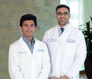 Los médicos de Jackie Marino. El doctor Mahajan (der.) que la diagnosticó y el doctor Khandahar, quien le dio el tratamiento.