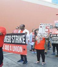 Los trabajadores de comida rápida, quienes más se han manifestado en las calles de San Diego, apoyados por sus uniones, demandado un increment salarial. Foto: Horacio Rentería/El Latino San Diego.
