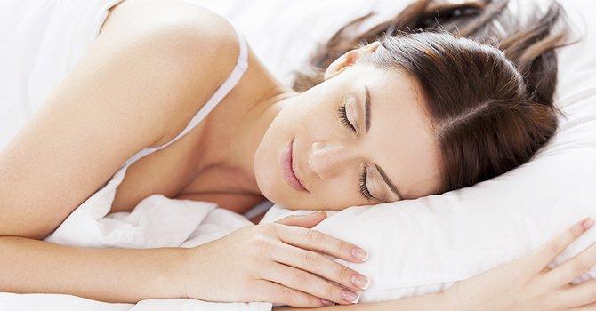 Las ventajas de dormir de lado