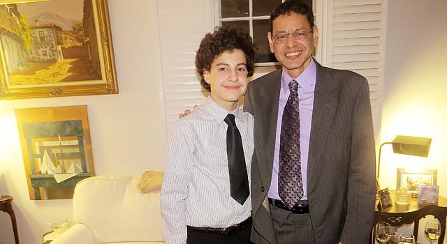 JUNTOS. Carmelo Torres con su padre Nelson Torres en una reciente recepción del Latino Student Fund en Washington, DC.