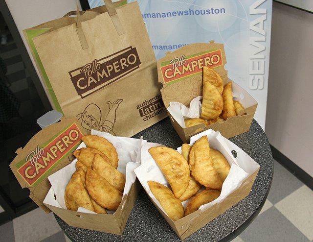 """""""Las empanadas Campero, famosas a nivel mundial, son hechas todos los días a mano, rellenas de pollo tierno, jugoso y crujiente.""""/ Foto: Norma Vasquez"""