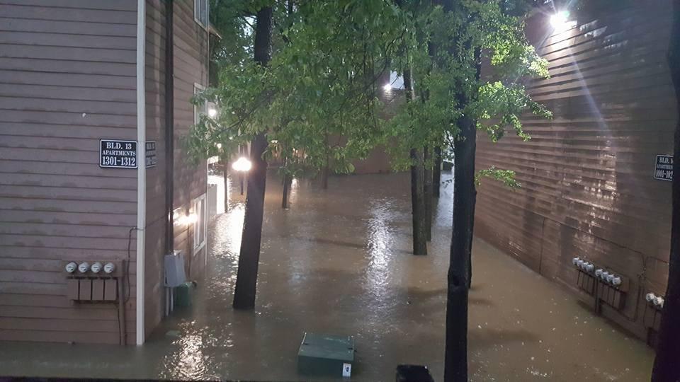 En la 45 y Greens Rd., en los apartamentos Royal Phoenician ubicados en la 16900 Northchase Dr. en Houston./Foto: Victor Ibarra