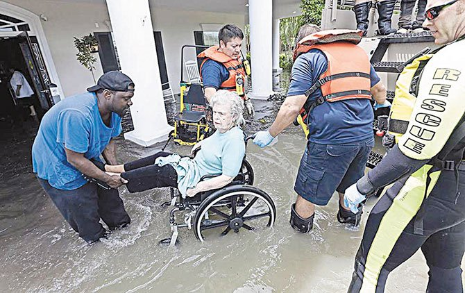 Donativos millonarios para damnificados de Harvey