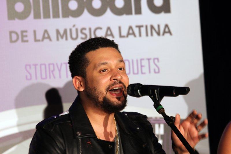 """Alx Veliz es un cantate originario Canadá pero de padres guatemaltecos por lo que su español y su cultura latina son perfectos. Su más reciente sencillo se titula """"Dancing Kizomba""""."""
