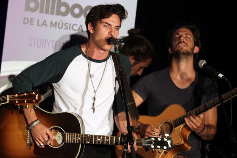 Dvicio es una banda española de música pop rock que se abre camino en la industria de la música.