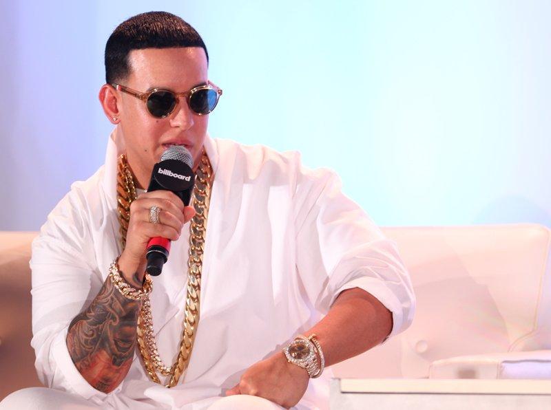 """""""En lo personal creo que no hay que tratar de buscarlo hay que dejar que la música fluya yo nunca traté de hacer un crossover, si soñé pero dejé que la música hablara"""". - Daddy Yankee"""