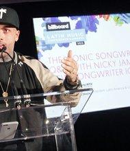 Nicky Jam cuenta como ha sido el proceso para descubrirse como compositor.