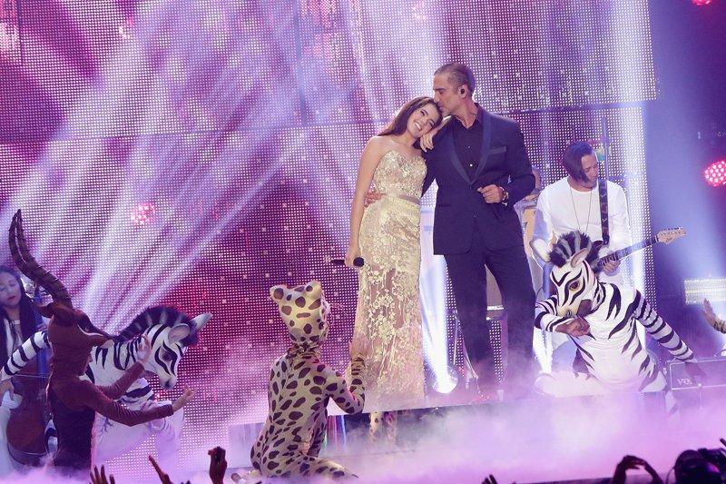 """Un momento magico se vivió cuando Alejandro Fernández y su hija Camila cantaron el tema de la película de El rey león, """"El ciclo sin fin""""."""