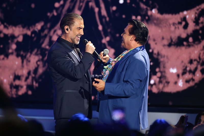 """Un dueto que hizo llorar a muchos fue el que realizaron Juan Gabriel y Alejandro Fernández con el tema """"Te quise olvidar""""."""