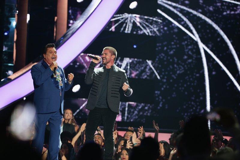 """""""Querida"""" sono en las voces de Juan Gabriel y Juanes, una interpretación para la historia."""