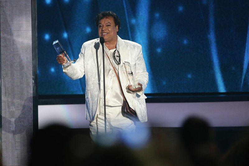 Juan Gabriel obtuvo cinco premios uno de ellos Gira del año.