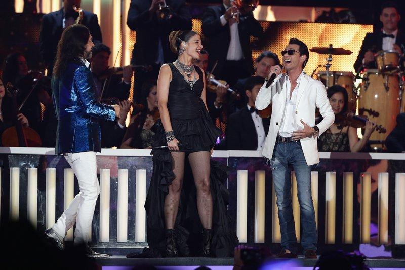 """Marco Antonio Solís cantó junto a Natalia Jiménez el tema """"Estaré contigo"""" y con Marc Anthony el clásico """"Si no te hubieras ido""""."""