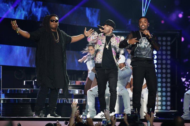 NIcky Jam compartió el escenario con Zion y Lennox.