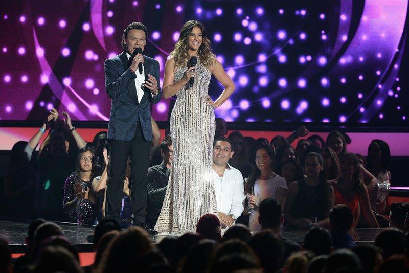 Gaby Espino y Pedro Fernández se volvieron a lucir como los presentadores de una noche muy especial.