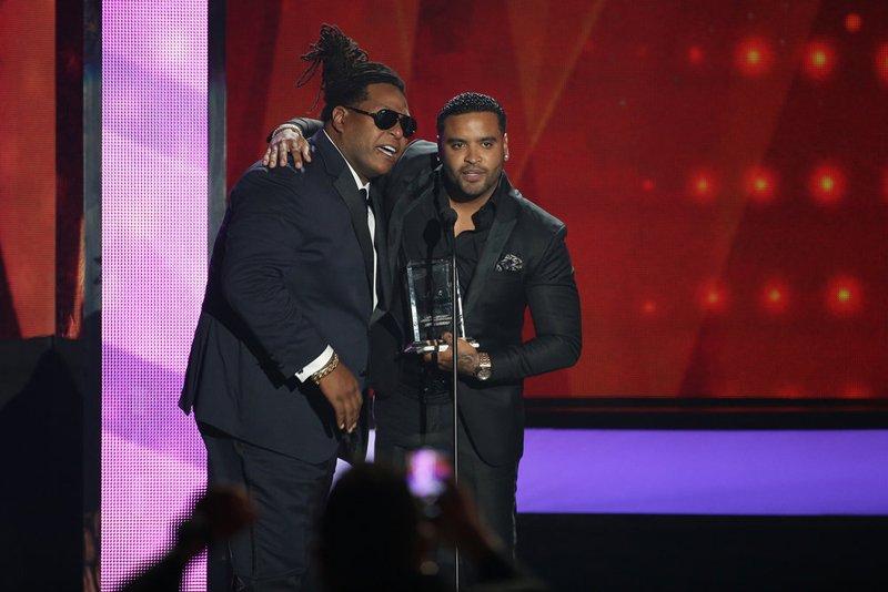"""Zion y Lennox Ganaron el premio como """"Latin Rhythm Songs"""" Artista del Año, Dúo o Grupo."""