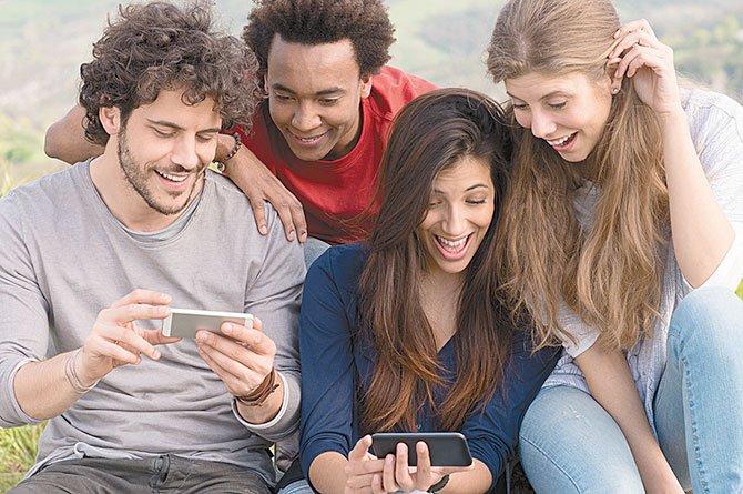 Abuso de celulares afectan tu salud