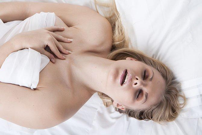 Los hombres fingen más orgasmos que las mujeres