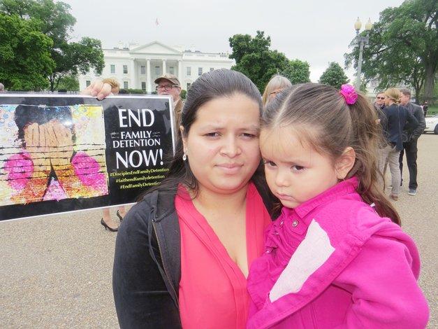 Más familias que niños no acompañados cruzan la frontera sur de Estados Unidos