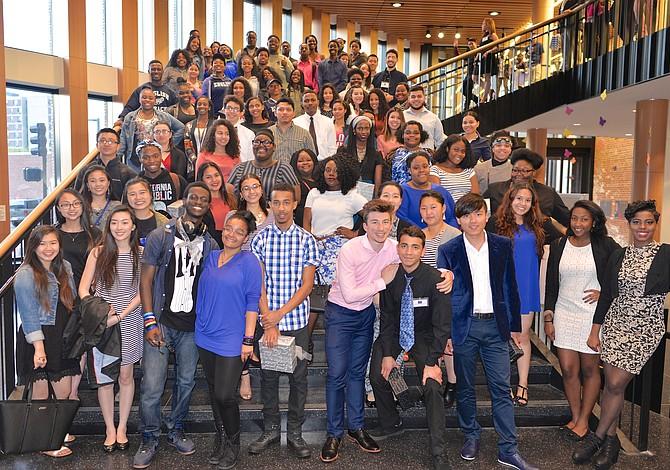 Boston HERC conmemora a estudiantes latinos que asistirán a la universidad