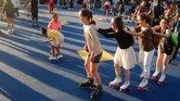 La fiesta es ideal para jóvenes y niños, pues da la oportunidad de patinar en la Plaza del City Hall de Boston y alrededores