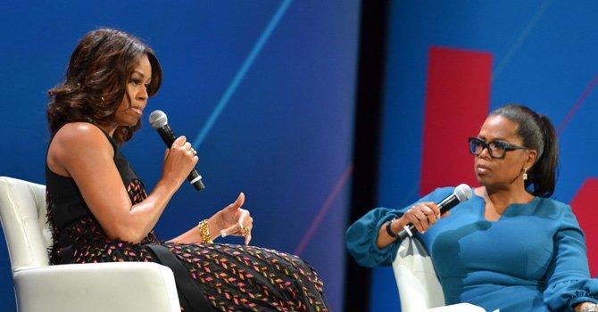 """La primera dama Michelle Obama y la conductora y empresaria Oprah Winfrey en el primer evento histórico organizado por la Casa Blanca, """"The United State of Women""""."""