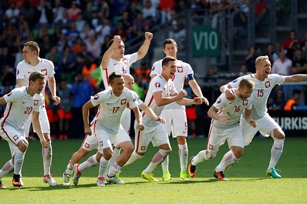 Polonia ganó en los penales a Suiza y avanzó a cuartos en la Eurocopa
